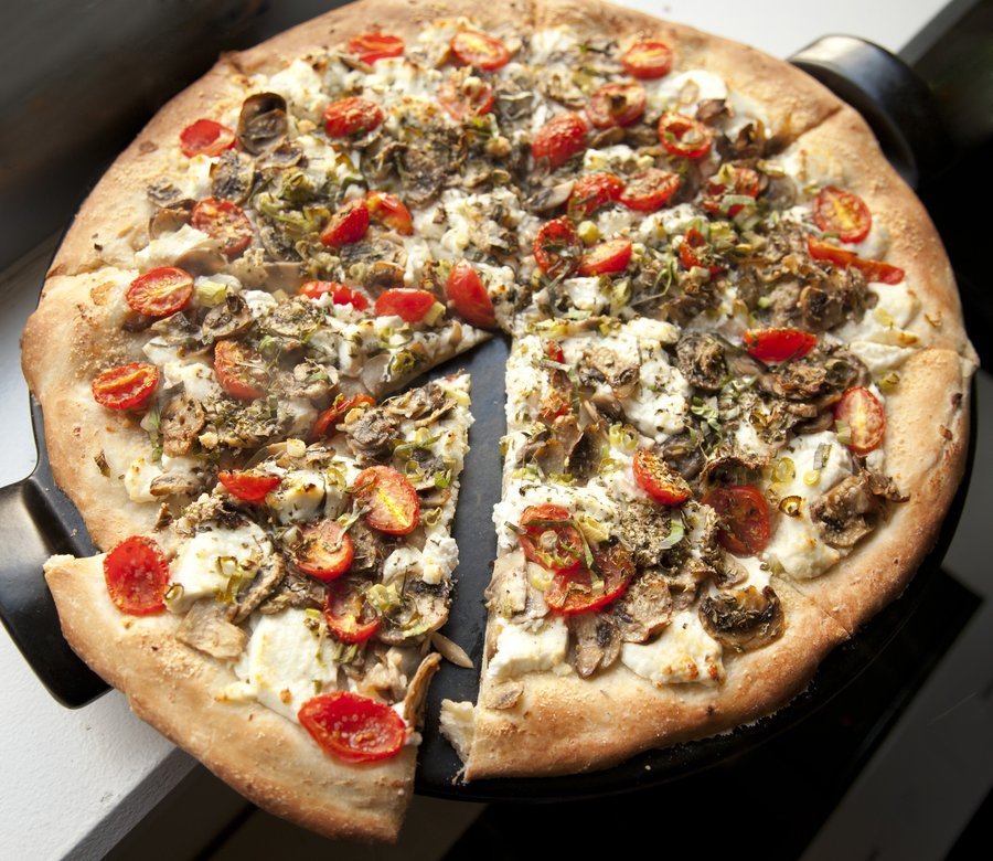 goat cheese pizza_7.JPG