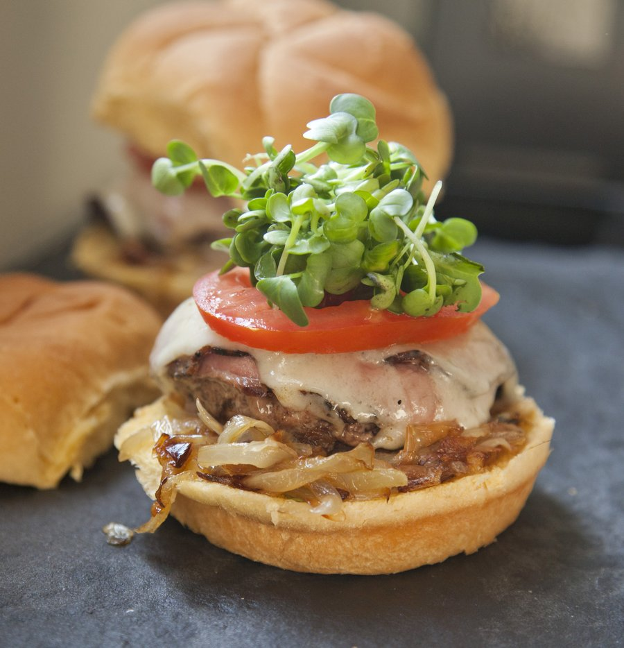 pastrami burger_1.JPG