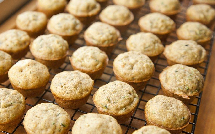 zucchini muffins_1.JPG